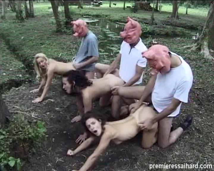 Подглядывание француженку ебут толпой в лесу инсигния